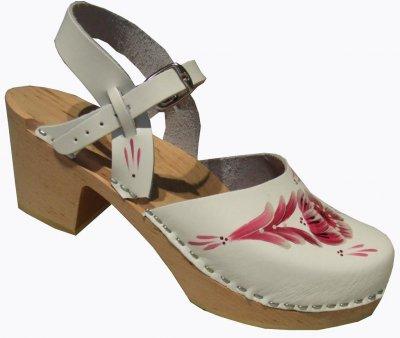 sandal med täckt tå
